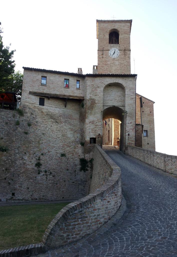ingresso borgo montegridolfo rimini