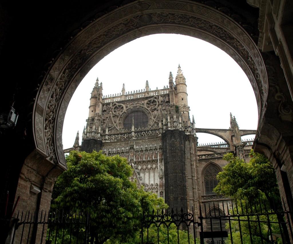 cattedrale siviglia dal patio degli aranci