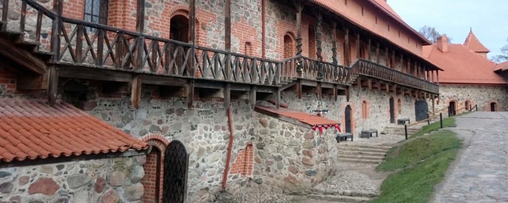 cortile castello trakai tusoperator