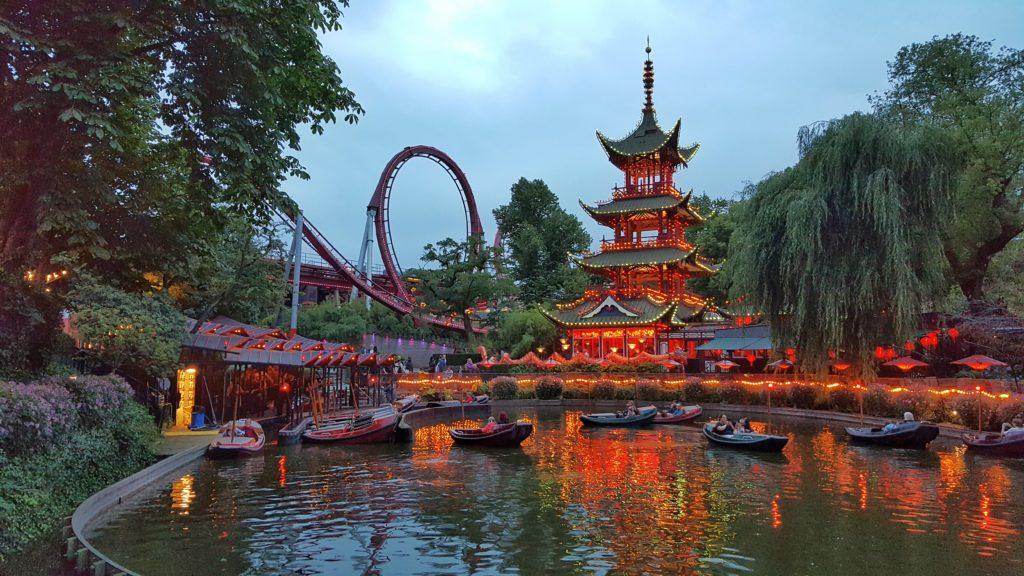 Il parco divertimenti di Tivoli alla sera_diario di viaggio in Danimarca
