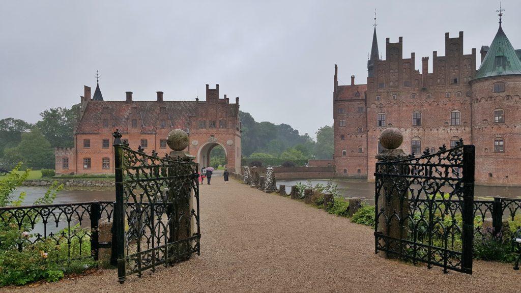 Castello di Egeskov durante l'itinerario di viaggio in Danimarca in macchina