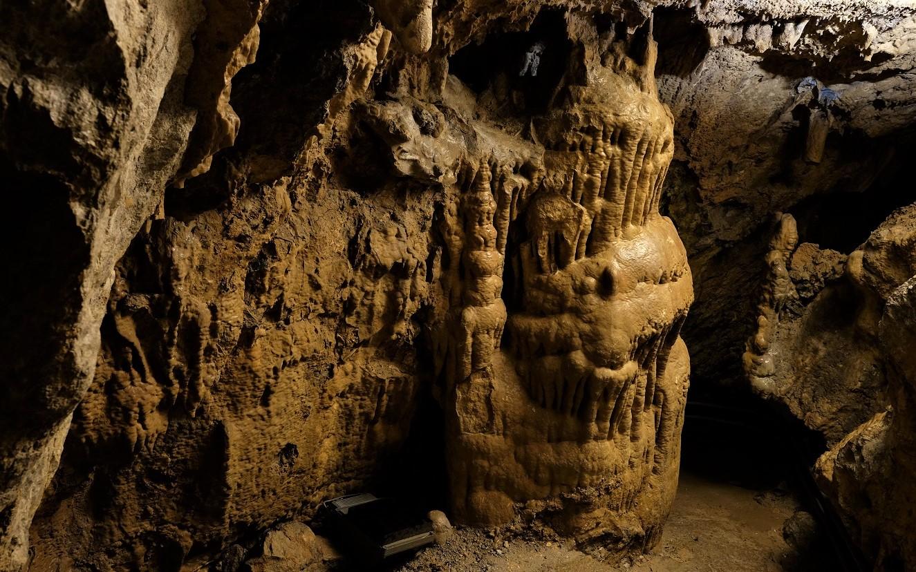 Stalattiti e stalagmiti nelle grotte del sogno di San Pellegrino Terme