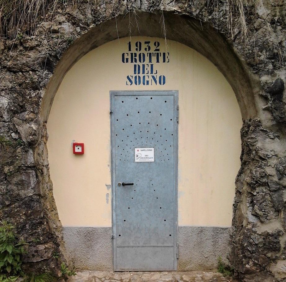 Porta di ingresso alle Grotte del Sogno_San Pellegrino Terme