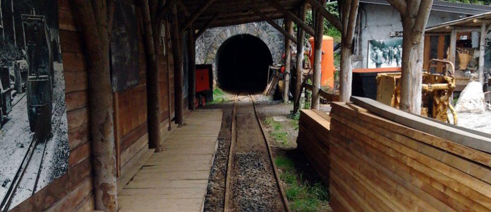 tunnel ingresso galleria delle miniere di schilpario a bergamo