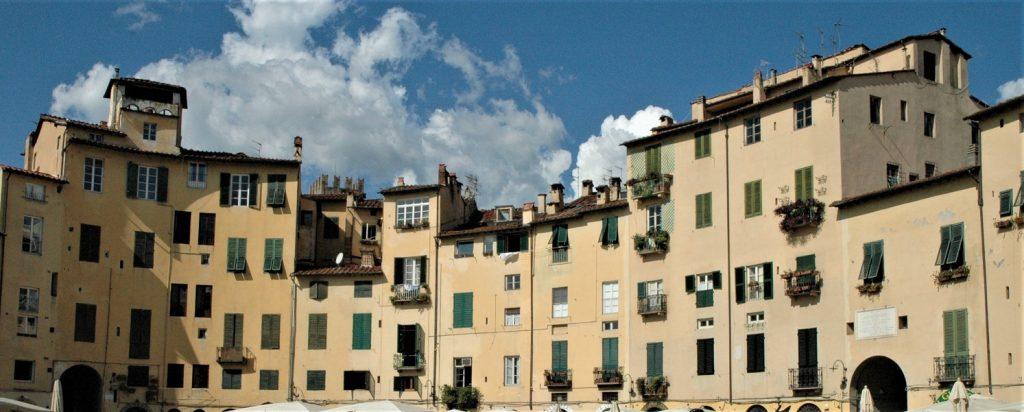piazza dell'anfiteatro_cosa vedere a Lucca
