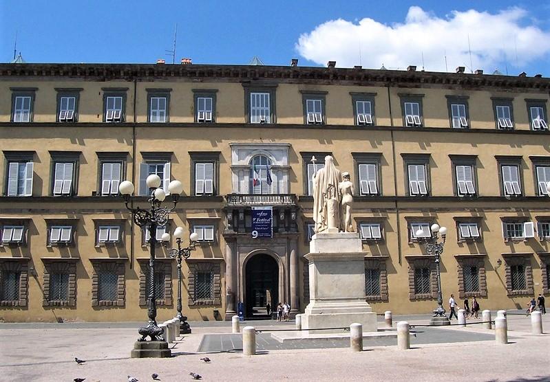 piazza napoleone e palazzo ducale a lucca