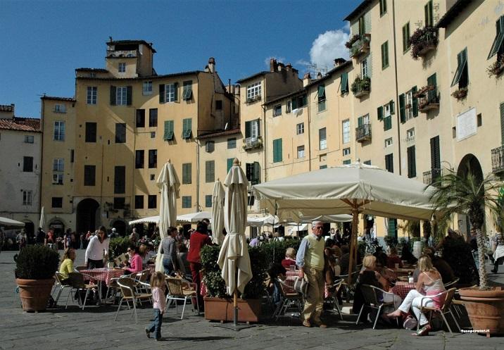 ristorante in piazza dell'anfiteatro a lucca_cosa vedere in mezza giornata