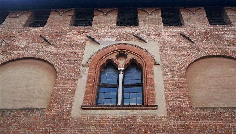 bifora del castello di sant'angelo lodigiano_cosa vedere