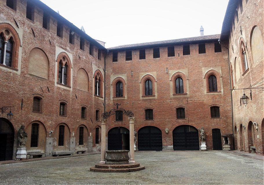 cortile_castello_sant angelo lodigiano