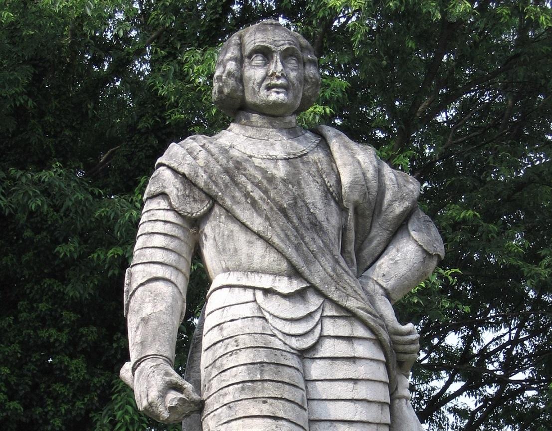 statua di trussardo di calepio_cosa vedere_Castelli Calepio