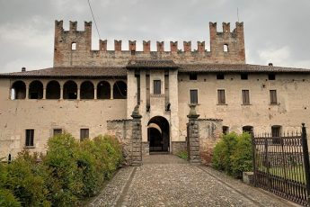 VISITARE IL CASTELLO DI MALPAGA A BERGAMO_storia e leggenda