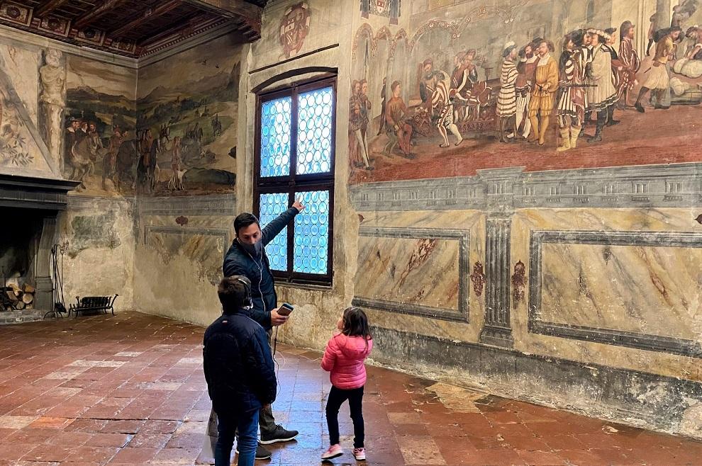 affreschi nelle sale interne del castello di malpaga