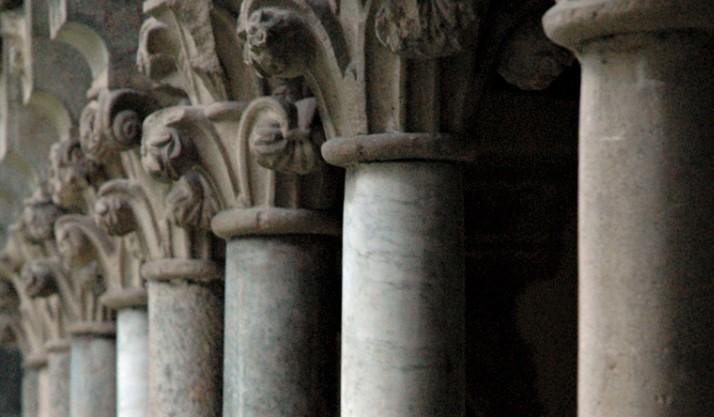 capitelli chiostro abbazia di piona a colico