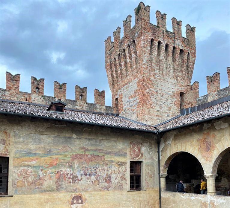 torre de castello di malpaga a cavernago