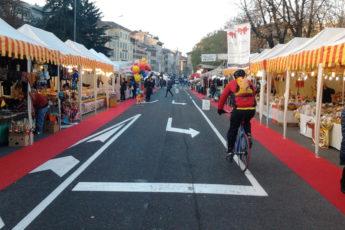 bancarelle di Santa Lucia in Bergamo