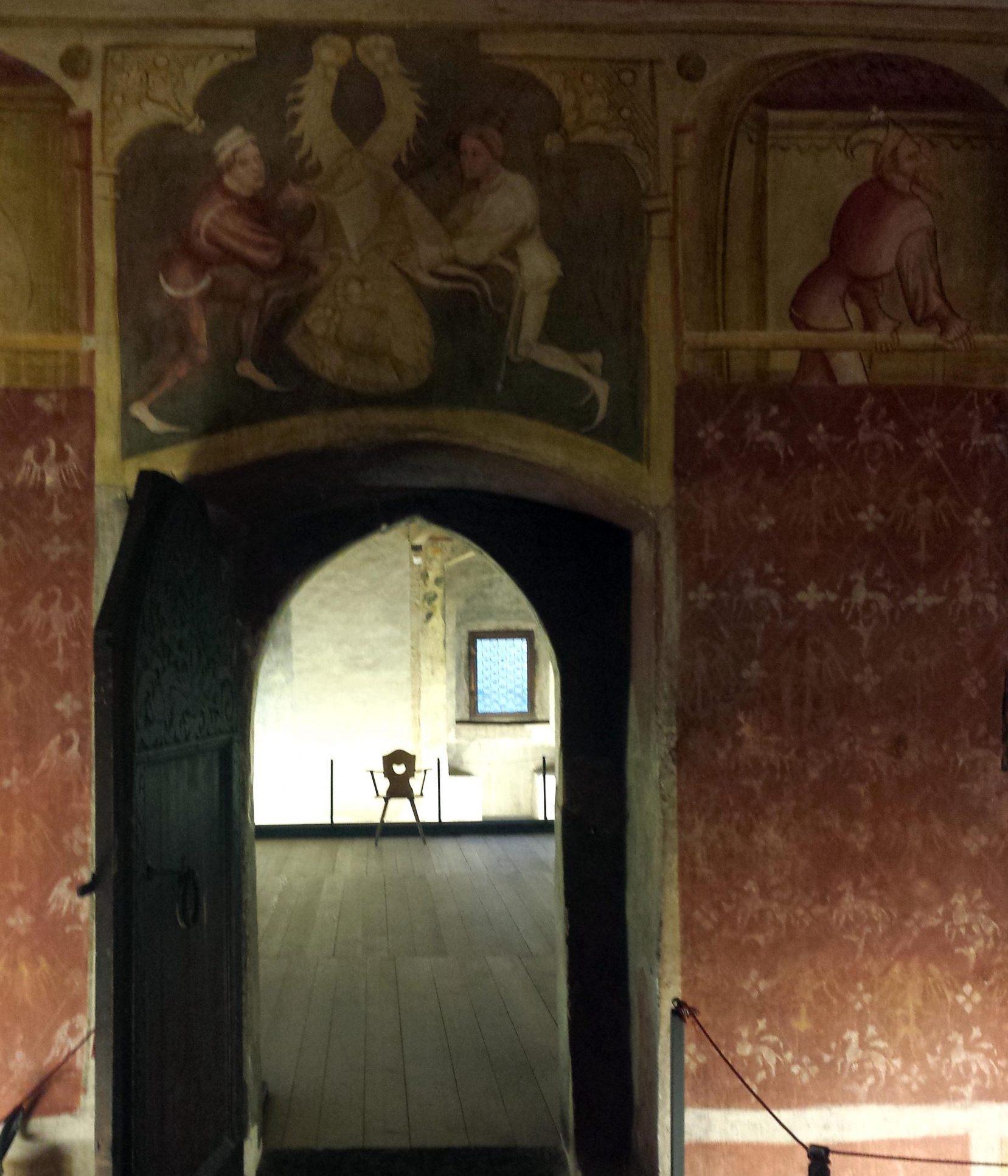 interni di castel roncolo di bolzano con affreschi