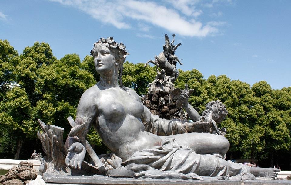statua nei giardini del castello di Herrenchiemsee_visitare