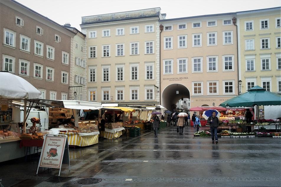 mercato di salisburgo in Universitatsplatz