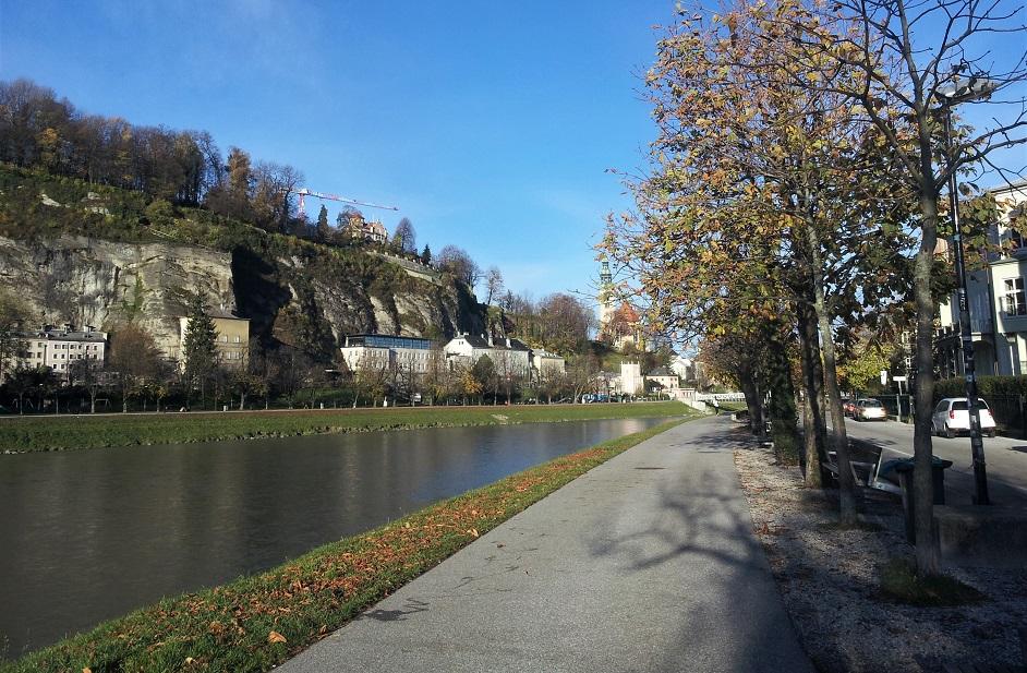 il lungofiume di salisburgo_passeggiata