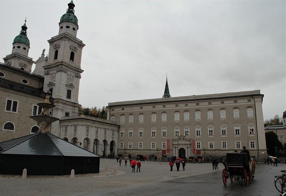 La facciata della Residenz_itinerario a Salisburgo