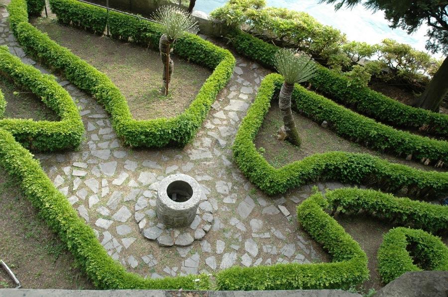eleganti giardini di villa monastero da vedere a varenna