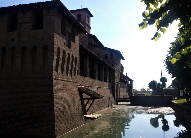 Il fossato del Castello di Pagazzano_bergamo