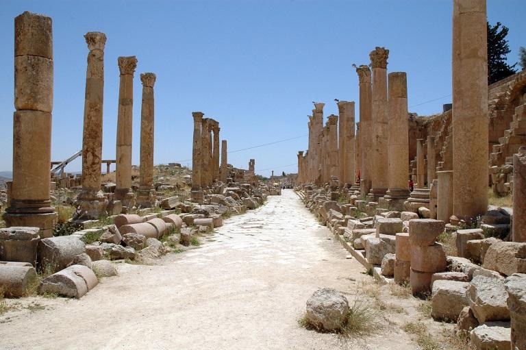colonne lungo il cardo massimo di jerash