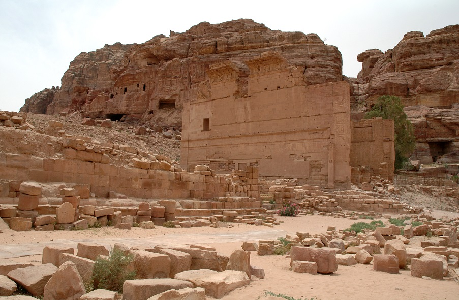 Qasr el-Bint nell'area romana di Petra: itinerario fai da te
