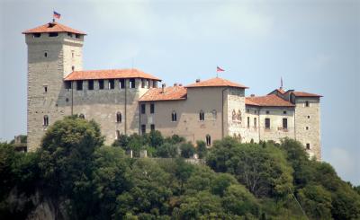 ROCCA BORROMEO DI ANGERA_castello sul Lago Maggiore