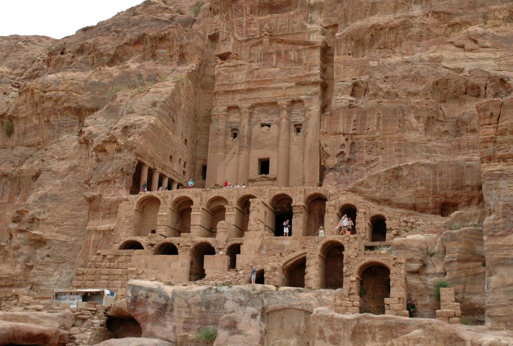 Tomba lungo la Via delle Facciate: cosa vedere a Petra in un giorno