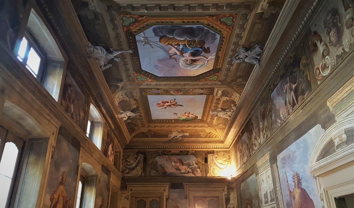Soffitto affrescato dello scalone di Palazzo Moroni
