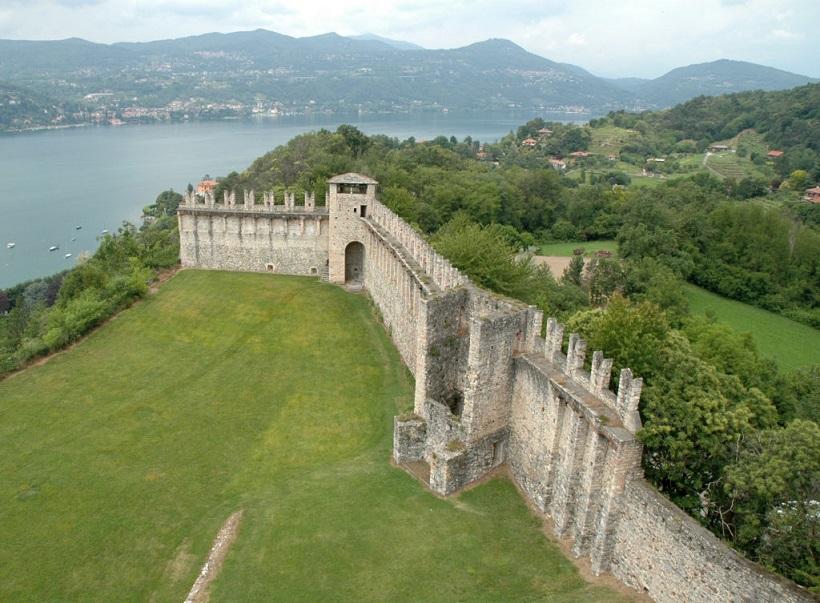 Mura della Rocca Di Angera