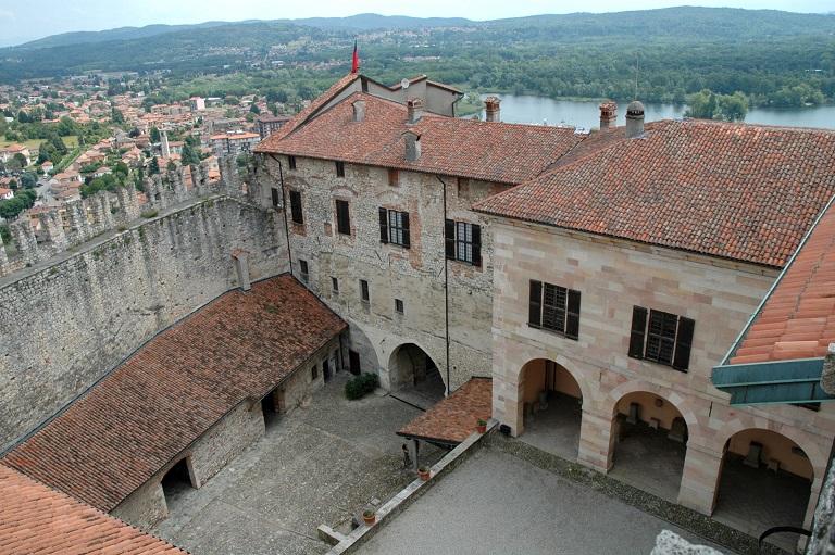 Corte della Rocca di Angera sul Lago Maggiore