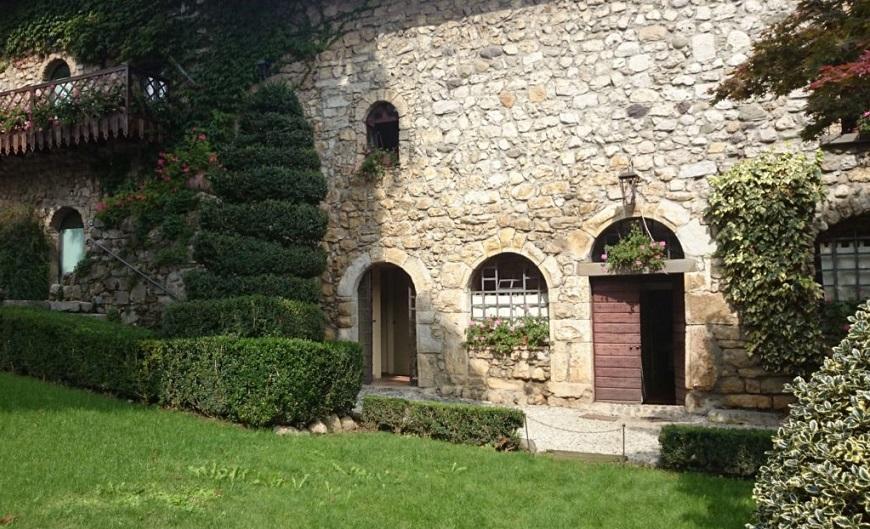 cortili del castello di monasterolo_bergamo