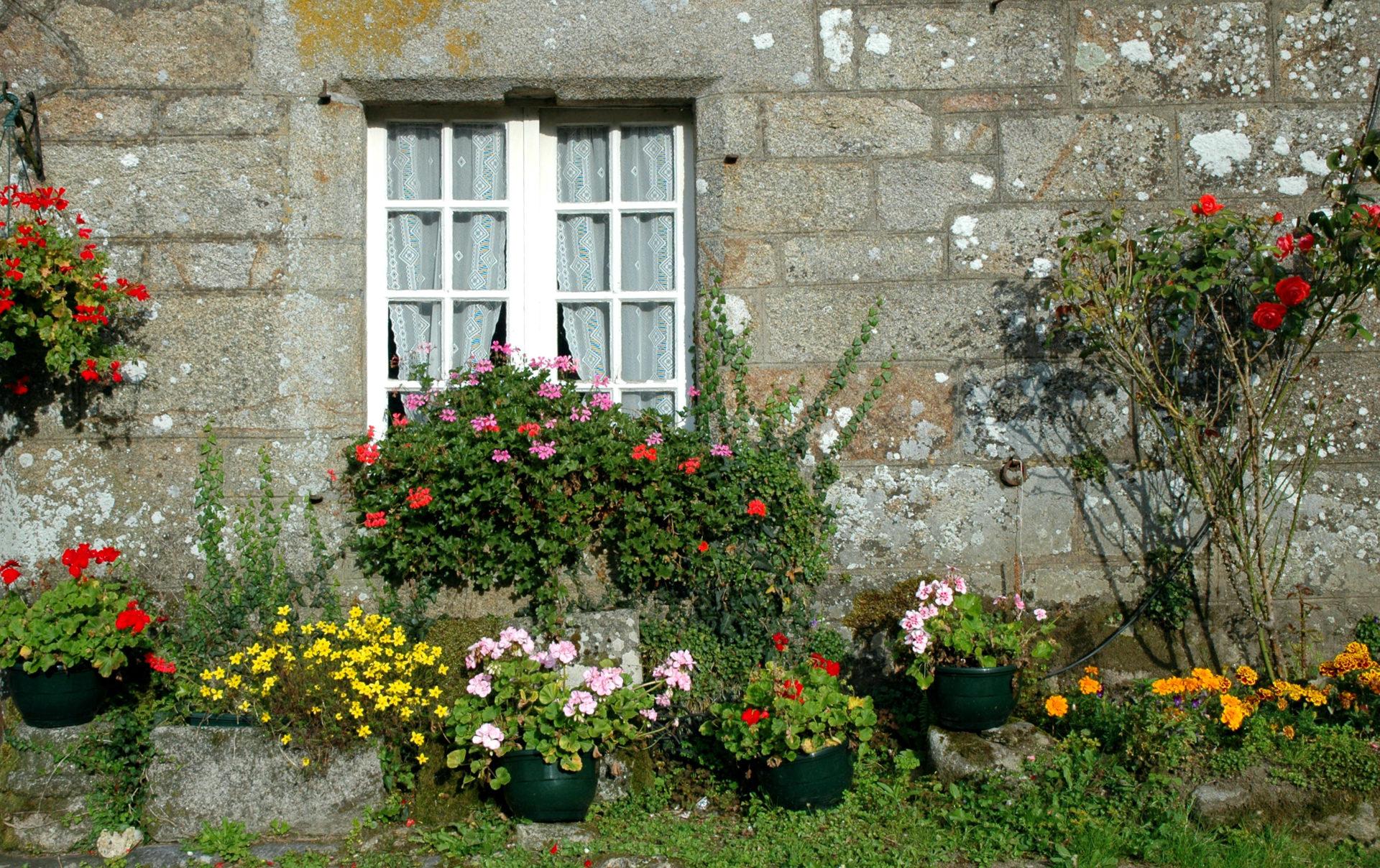 visitare villaggio caratteristico locronan bretagna francia