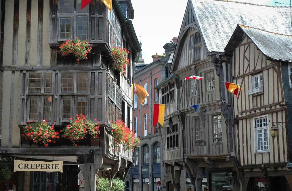 Place des Mercieres e Place des Cordeliers_cosa vedere a Dinan_Bretagna