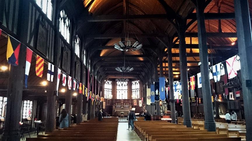 interno della chiesa di sainte catherine a honfleur_francia