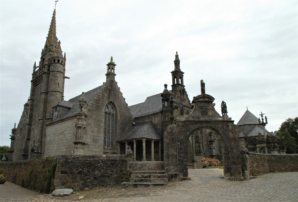 ingresso al recinto parrocchiale di guimiliau_bretagna_calvario