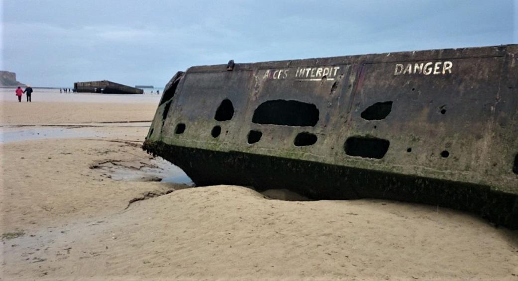 la spiaggia di arromanches in normandia_sbarco