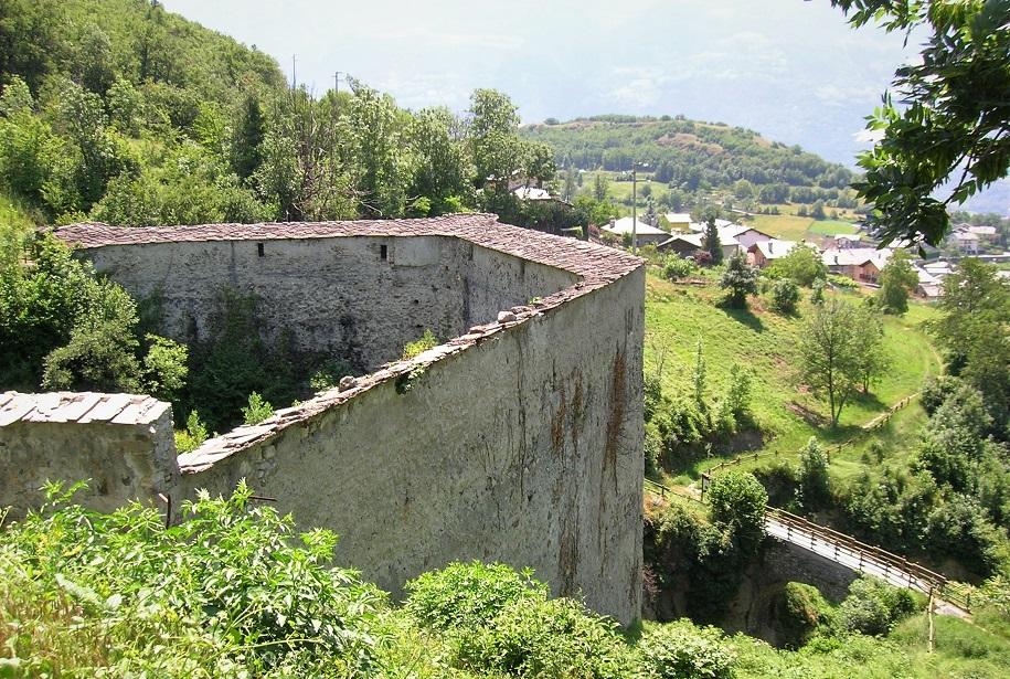 Ponte Acquedotto Grand Arvue nei dintorni di Aosta