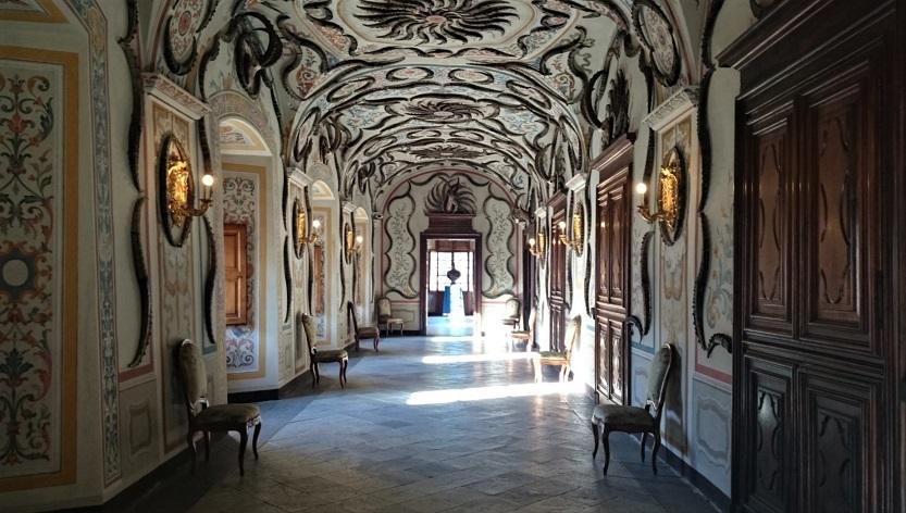 galleria dei trofei al castello di sarre_aosta