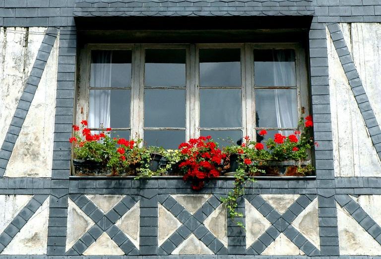 una finestra del centro storico di rouen_francia