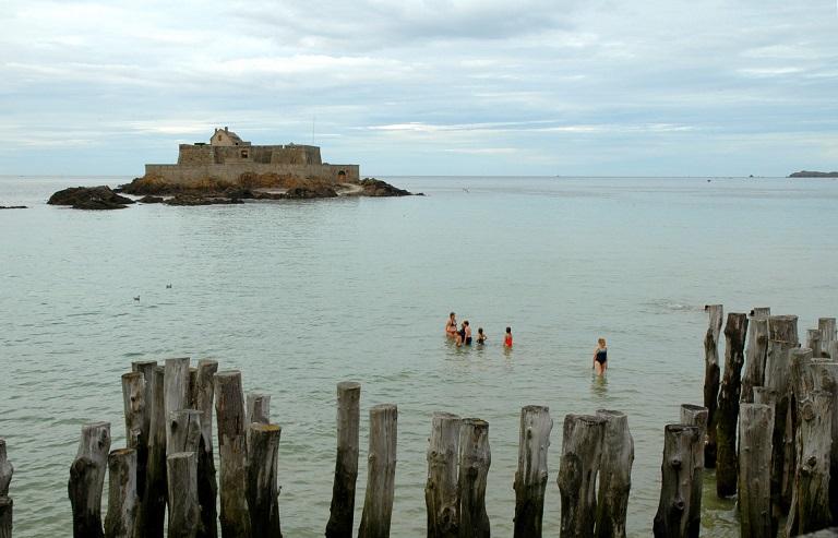 La marea a Saint Malo in Bretagna