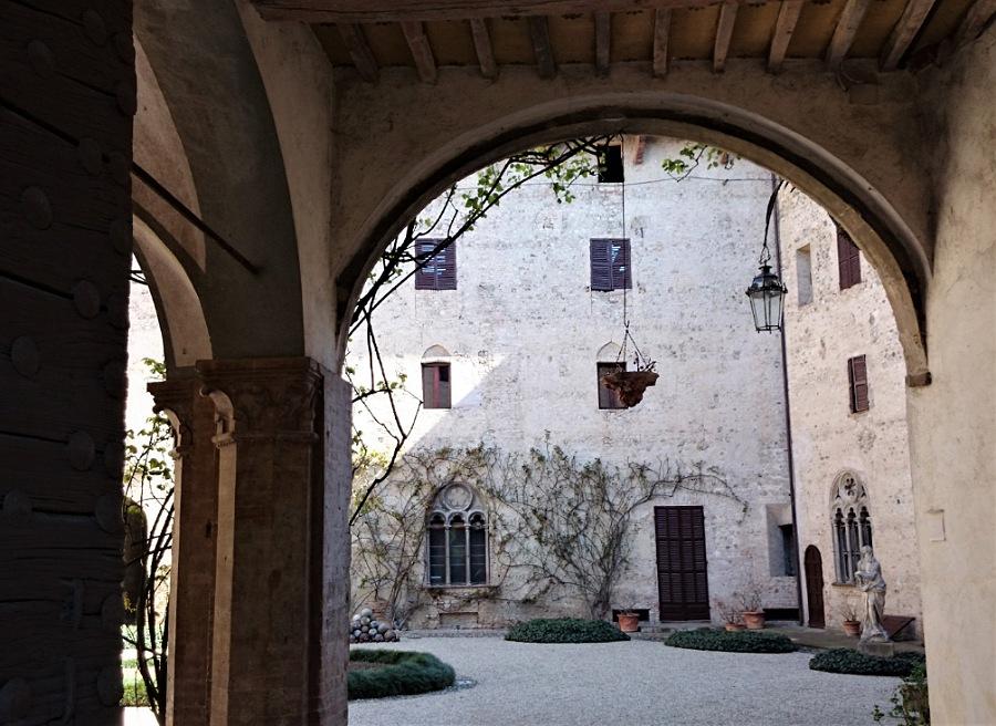 Castello di Montechiarugolo_storia e leggende