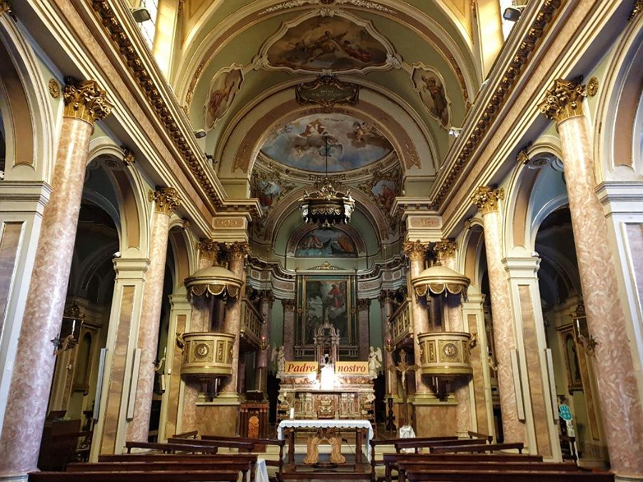 interno della chiesa di san nicola a riva di solto