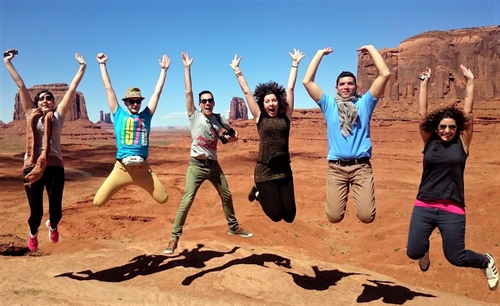 Foto di gruppo al John Ford's Point nella Monument Valley