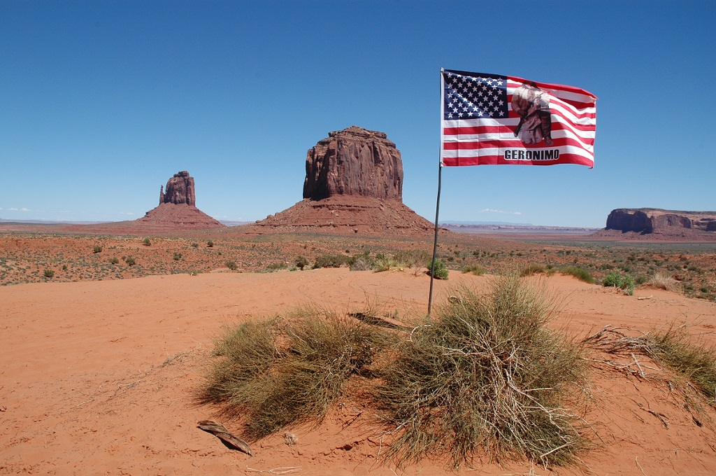 The Mittens and Merrick's Butte nella Monument Valley