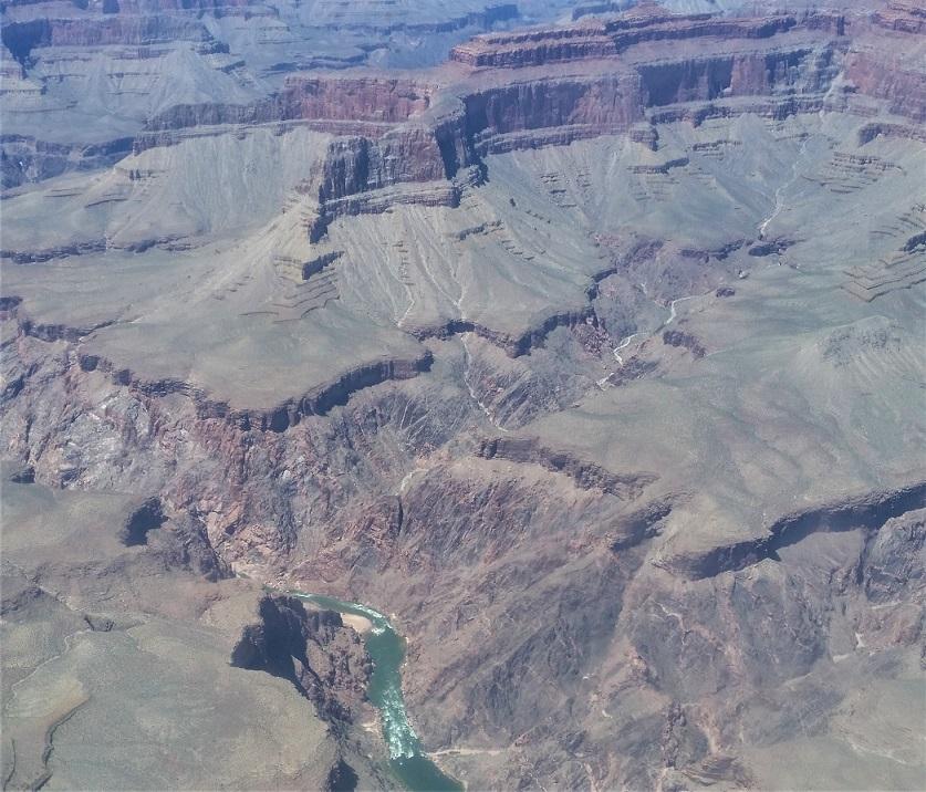 Il fiume Colorado visto con il volo in elicottero sul Grand Canyon