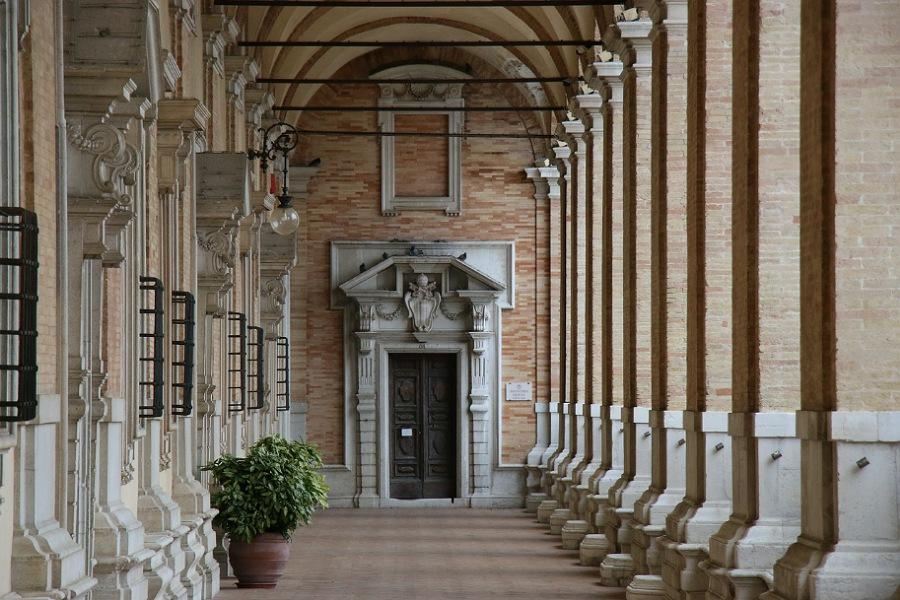 colonnato_santuario loreto_informazioni