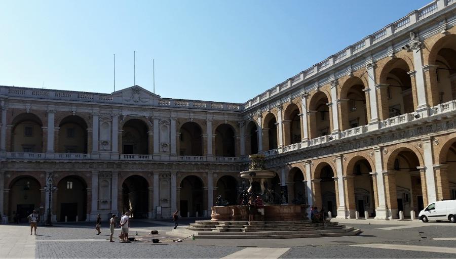 piazza santa maria_basilica di loreto_informazioni
